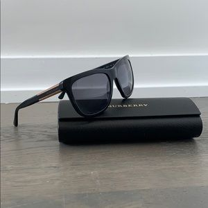 Burberry Black Plastic Wood Detail Sunglasses
